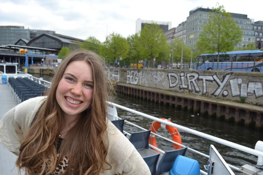 photobombed by graffiti