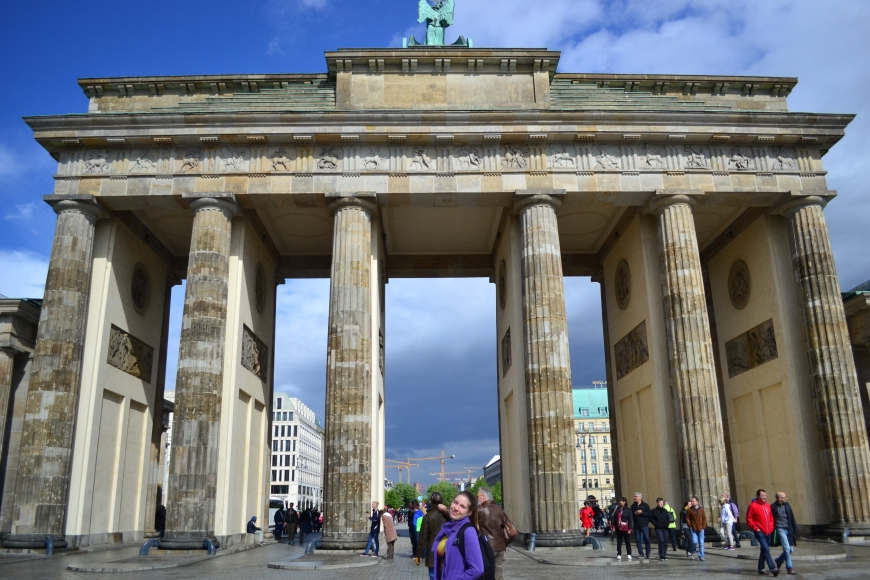 can never have enough pictures infront of the Brandenburger Gate...right? right??