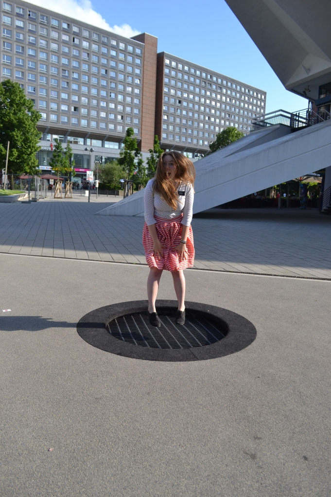 there are these tiny trampolines all around the city. perfect for a little sport here and there!
